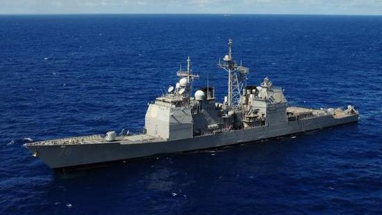英媒:伊朗海军在海湾驱离一艘美军战舰