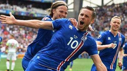 冰岛足球改写世界杯历史 一年仅4个月能在户外踢球