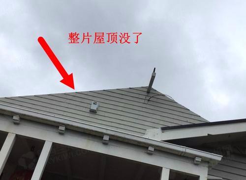 中国侨网天亮后可以明显从屋内看到天花板的空洞,以及裸露的屋顶框架。(新西兰天维网 现场图片由九九提供)