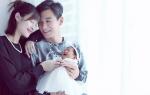乔振宇庆二胎女儿满百天 一家四口幸福有爱