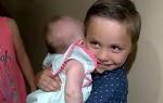 5岁男孩以为妈妈去世抱妹妹求助 结局竟皆大欢喜