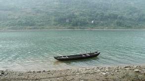阳江:铁船撞沉胶艇 一家四口落海身亡