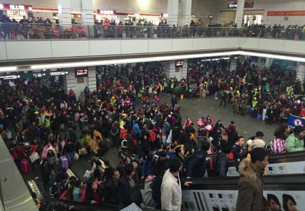 [2016春运]广州火车站候车旅客达五万人 24趟列车晚点