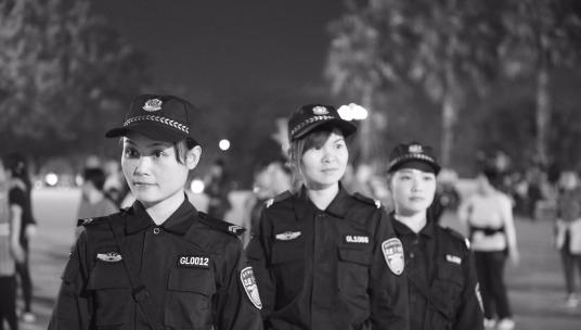 珠海首支志愿警察队伍:女性占三成 晚上巡逻