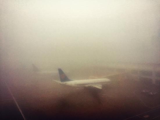 珠海机场3天大雾后再遇航路雷暴 延误成必然