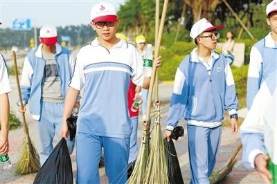 珠海市实验中学学子走进西湖社区义务清扫
