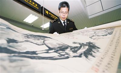 45幅疑似名家字画被海关截获 竟有徐悲鸿的画?