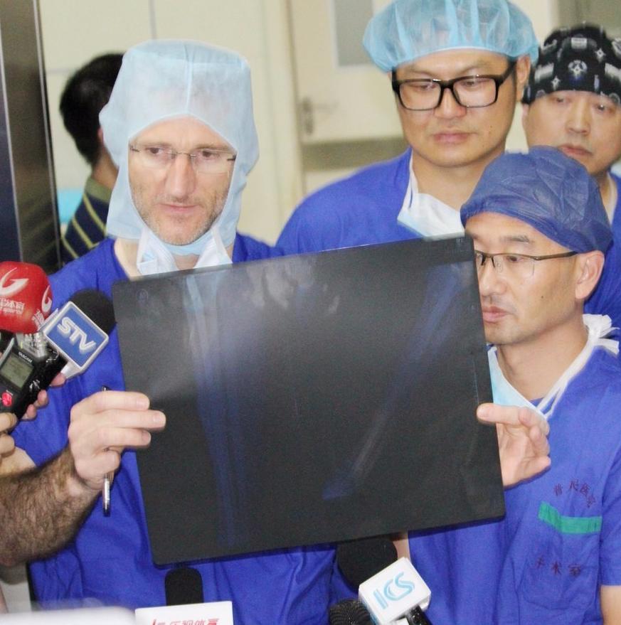 登巴巴骨折处植入40厘米钢钉 最快复出也得半年