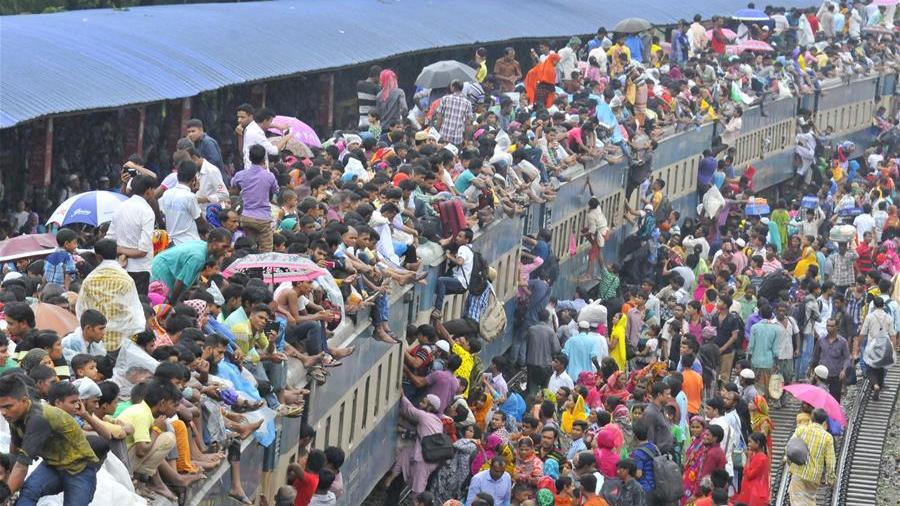 孟加拉国火车站人山人海