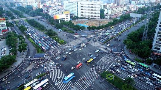 46路段信号联动降低停车次数 司机一路绿灯爽翻