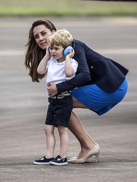 乔治小王子参观空军基地