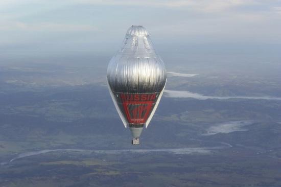 俄冒险家完成热气球环球飞行壮举 打破世界纪录