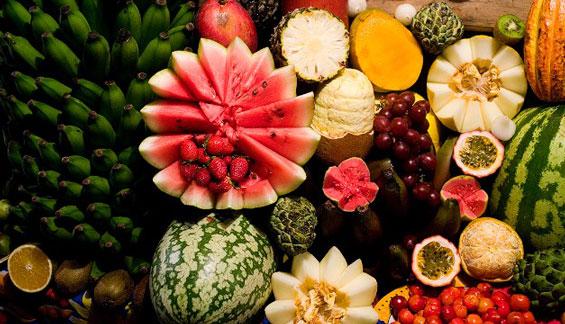 中国军团吃上炖鸡腿红烧肉 奥运村供应40多种热带水果