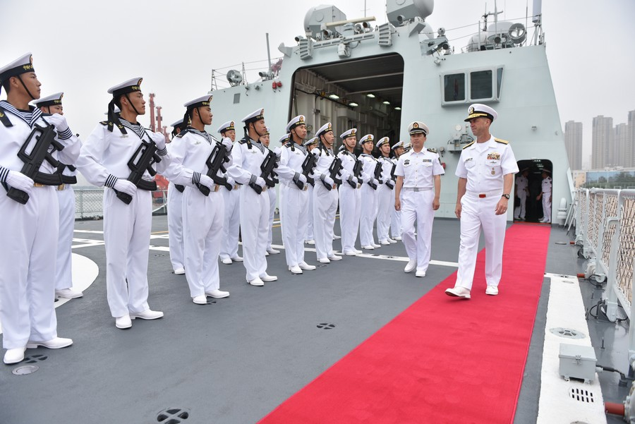 美国海军作战部长访问北海舰队
