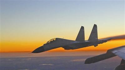 超低空突击!南海舰队重型战机对抗空战训练