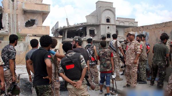 """利政府军与""""伊斯兰国""""激战致18名士兵阵亡"""