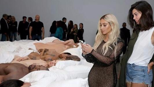 12位名人全裸蜡像任人看,卡戴珊老公玩大了