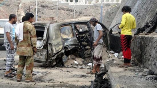 也门亚丁新兵学校发生自杀式袭击至少65人死亡