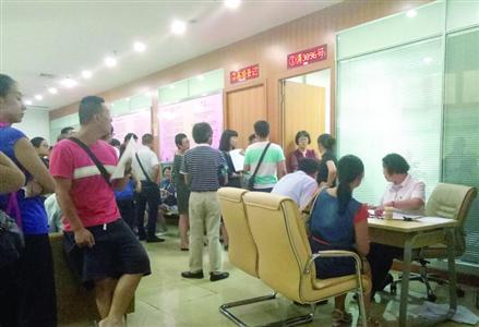 楼市调控传闻放大 上海离婚登记处热闹像菜市场