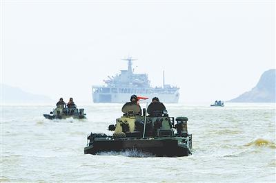 """陆军第一集团军演练两栖登陆作战 向""""懂水战""""跃升"""