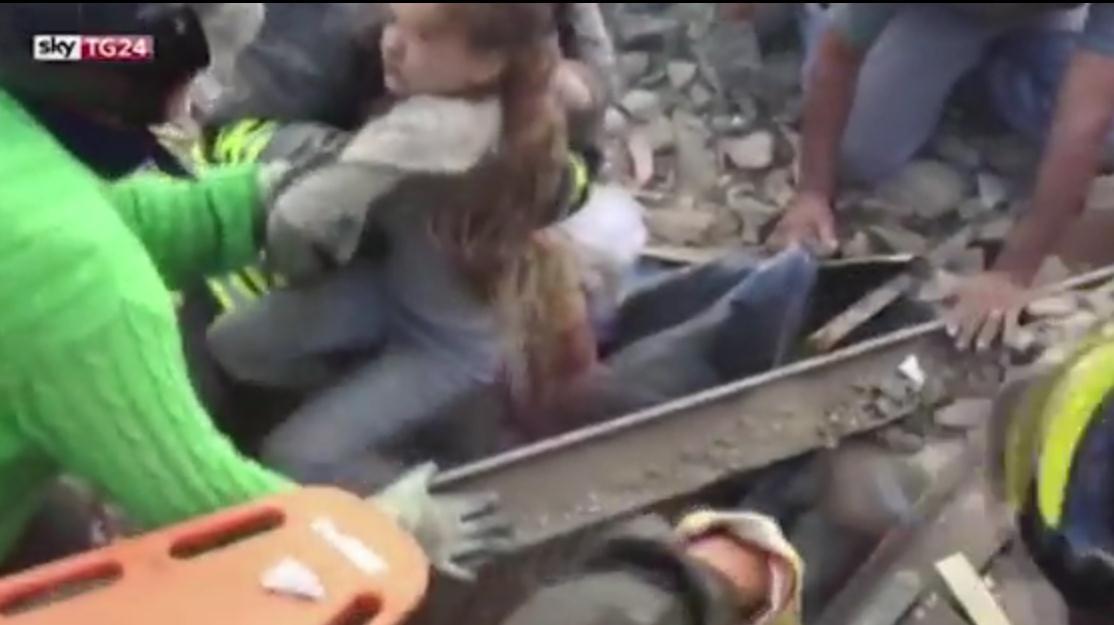意大利地震至少159死 10岁女孩被埋17小时后获救(图)