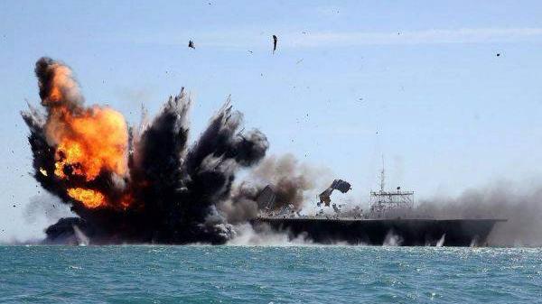 外媒称伊朗军用快艇靠近美军驱逐舰:已至危险距离