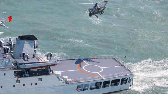 中国攻台主力军提高武直10跨海战力 在登陆舰起降