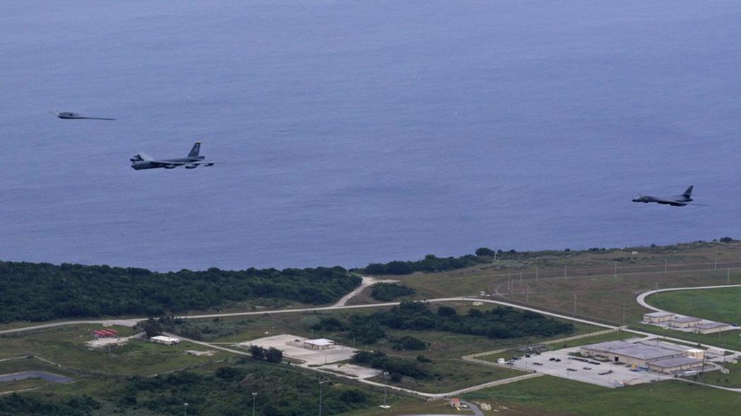 美炫耀轰炸机飞近三八线 距朝鲜最近的一次飞行