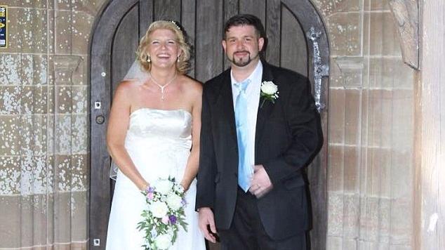 英女子离婚苦寻初恋 分别20年两人终成眷属