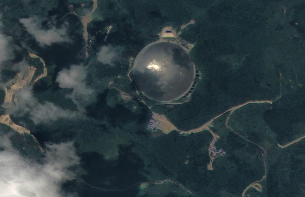 """引  组图:自家的""""锅""""要用自家的卫星来拍     贡禾穗士 借宇航器天眼观咏地球大小美质 :一枚蓝弹子,无数物生兹。明灭阴阳幻,风云变彩衣。 - 李平兴 - 神明五极推手中心"""