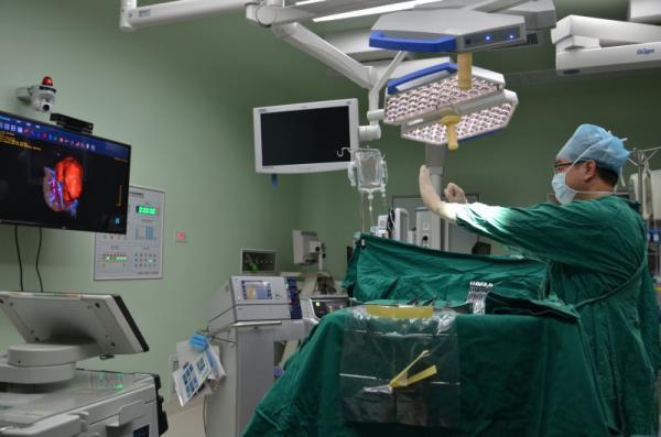 虚拟改变现实:外科医生用VR三维模型精准切除患儿三斤肿瘤