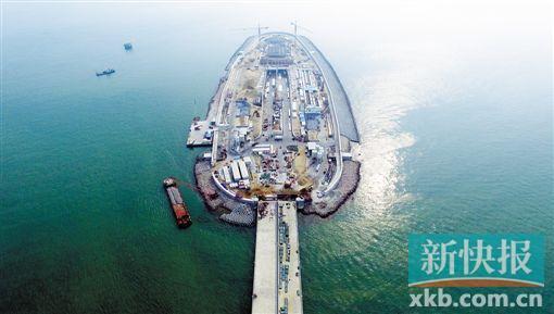 港珠澳大桥全球最长能抗8级地震 桥下白海豚增多