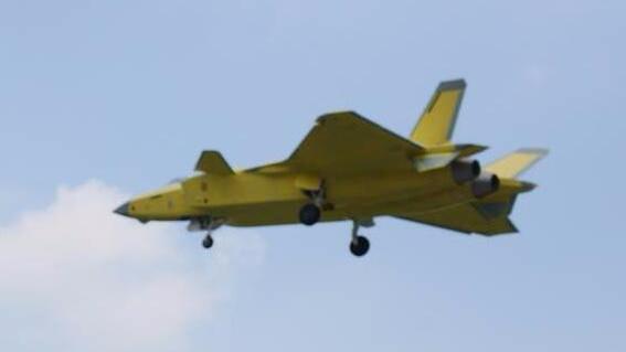 歼-20战机性能比肩美F-22 未来有望装