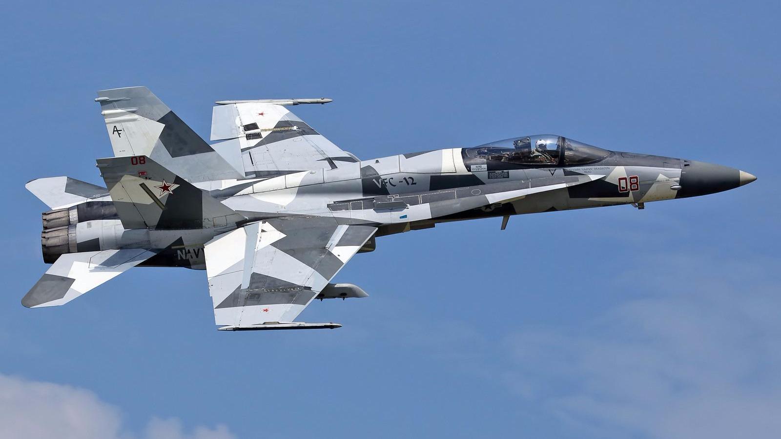 美军F/A-18C战斗机的新涂装 一股足足的俄军范