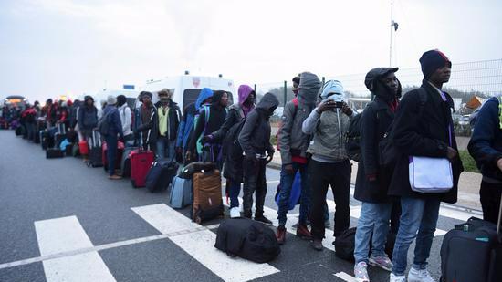 法国继续拆除加莱营地 大批移民回流巴黎