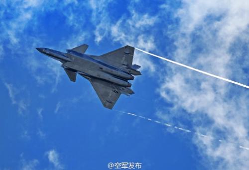 空军试飞员将驾歼-20飞机首次亮相中国航展