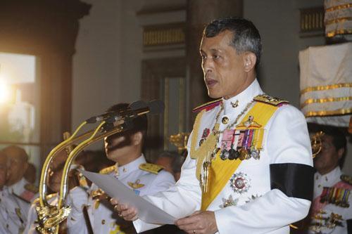外媒揭秘泰国王储:拥有上将军衔 长期住在德国
