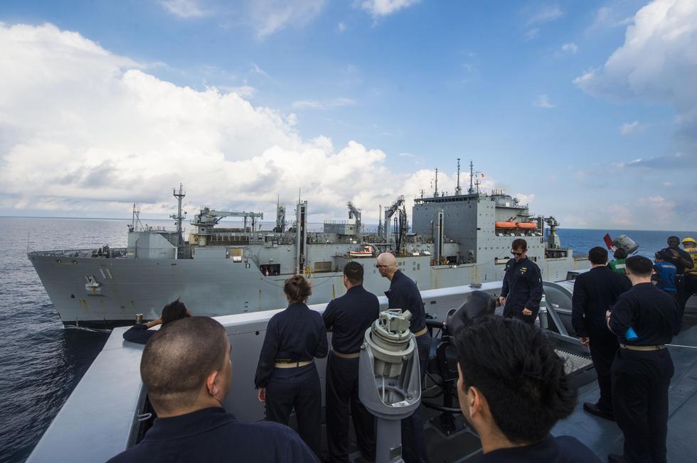 组图:美海军战舰继续在南海巡航