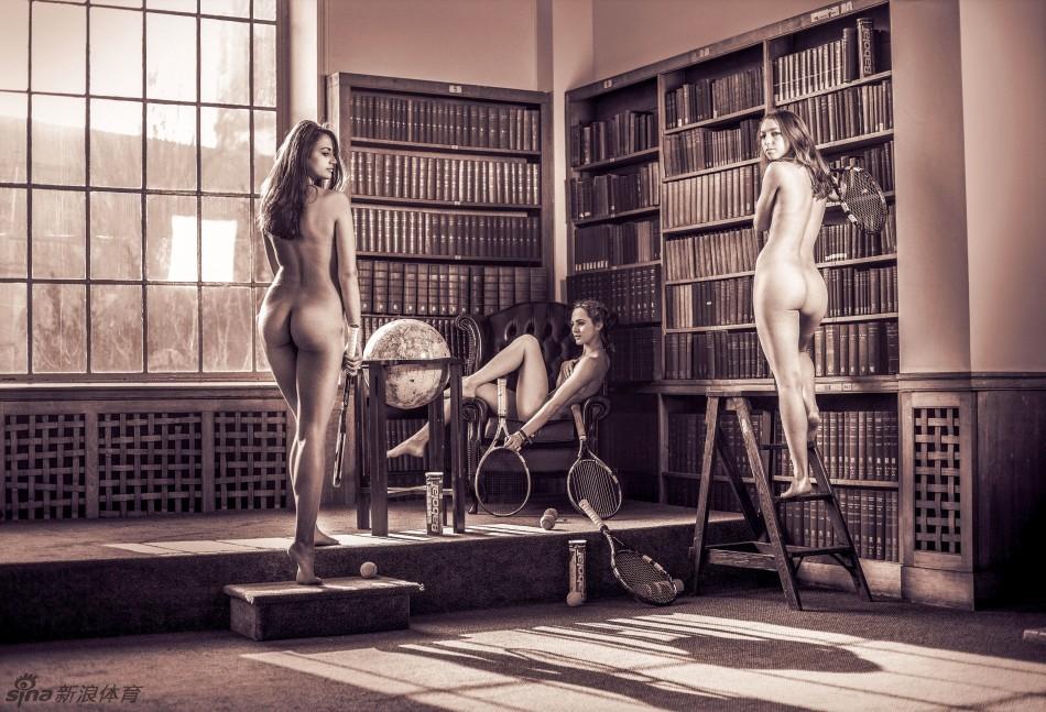 剑桥大学体育队为慈善筹款拍裸体写真