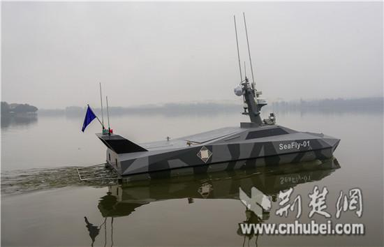 """全球首条""""双M型""""高速智能无人艇在武汉研制成功"""