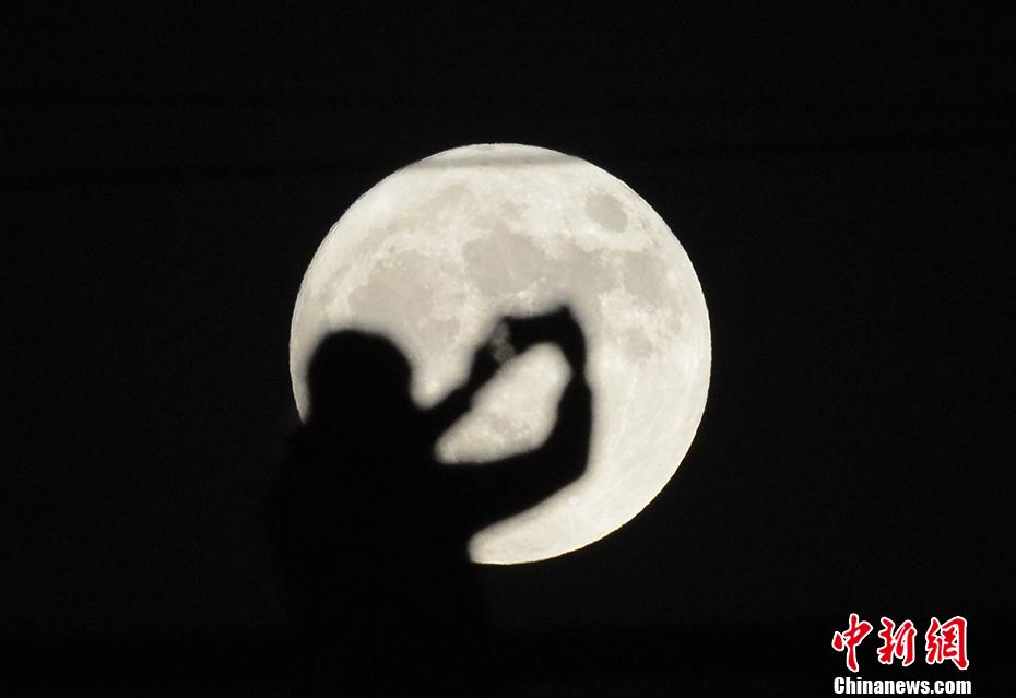 超级月亮来啦!广深的月亮有这么大~