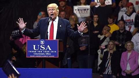 特朗普首次举行选后答谢集会:与希拉里斗 其乐无穷