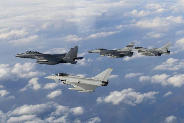 英国插手南海:英军台风战机访问日本后将飞越南海