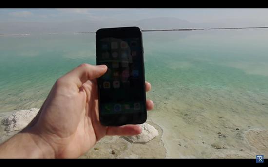 iPhone 7跌落死海24小时会变成怎样 还能开机