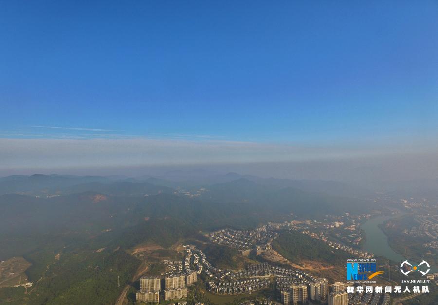 广东部分地区空气质量重度污染 450米高空航拍广州从化