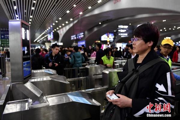 广州南站新增刷脸进站通道 可避开人潮快速进站