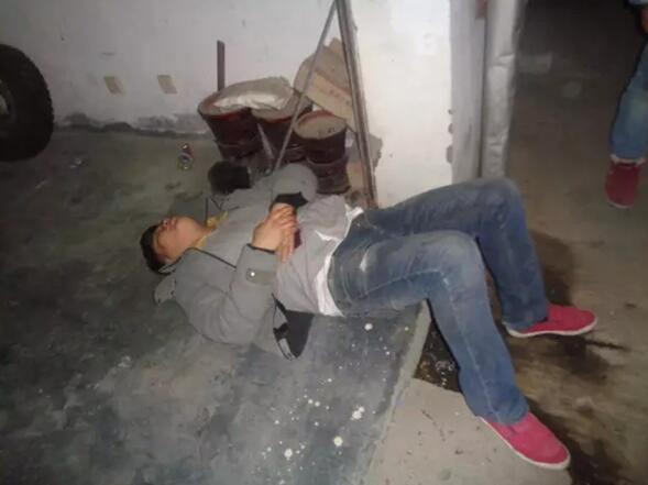 男子腹部遭刺被抢20万歹徒凭空消失 警察翻查监控发现....