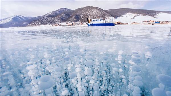 冰冻的贝加尔湖 美的不像人间