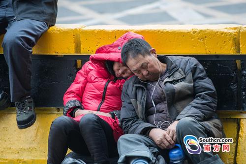 """东莞春运众生相:从""""世界工厂""""出发回家"""