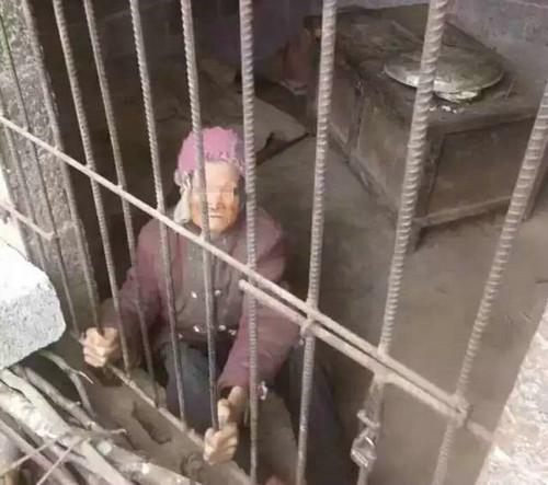 夫妻将老母当猪养 92岁老母被关猪圈好几年了!
